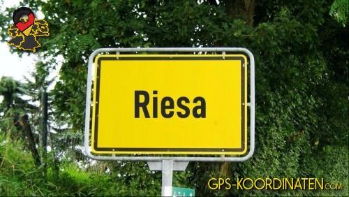 Einfahrtsschild Riesa {von GPS-Koordinaten|mit GPS-Koordinaten.com|und Breiten- und Längengrad