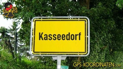 Einfahrtsschild Kasseedorf {von GPS-Koordinaten|mit GPS-Koordinaten.com|und Breiten- und Längengrad