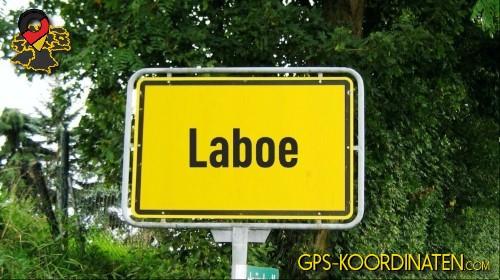 Einfahrtsschild Laboe {von GPS-Koordinaten|mit GPS-Koordinaten.com|und Breiten- und Längengrad