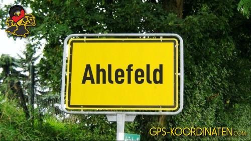 Einfahrtsschild Ahlefeld {von GPS-Koordinaten|mit GPS-Koordinaten.com|und Breiten- und Längengrad