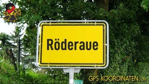 Einfahrtsschild Röderaue {von GPS-Koordinaten|mit GPS-Koordinaten.com|und Breiten- und Längengrad