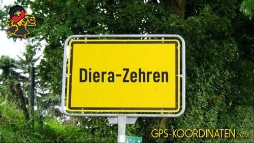 Einfahrtsschild Diera-Zehren {von GPS-Koordinaten|mit GPS-Koordinaten.com|und Breiten- und Längengrad