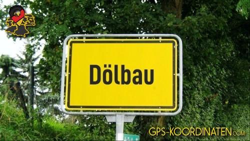 Einfahrtsschild Dölbau {von GPS-Koordinaten|mit GPS-Koordinaten.com|und Breiten- und Längengrad
